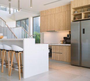Minimalistyczna kuchnia – sprawdź, jakie ozdoby sprawdzą się najlepiej!