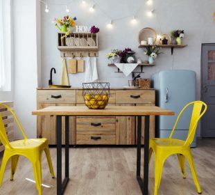 Klasyczny drewniany stół w nowoczesnym wydaniu