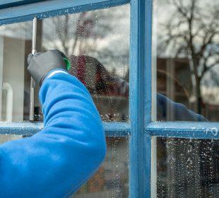 Ile kosztuje mycie okien w domu?