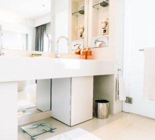 Jak urządzić białą łazienkę?