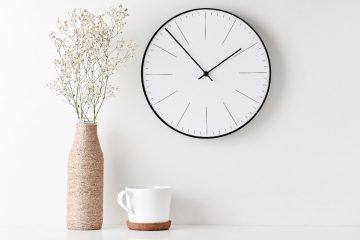 Jaki zegar na ścianę wybrać? Przegląd ciekawych dekoracji