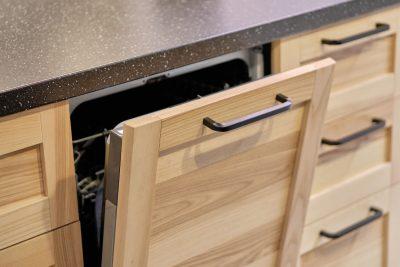 Jak dbać o drewniane meble na co dzień?
