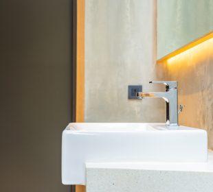 Na jakiej wysokości powiesić umywalkę w łazience?