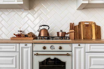 Aranżacja kuchni w stylu retro - jakie meble?